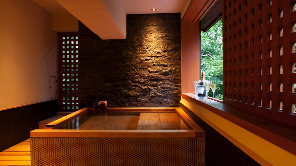 1日9組限定、那須の自然を満喫する全室温泉風呂付おこもり宿