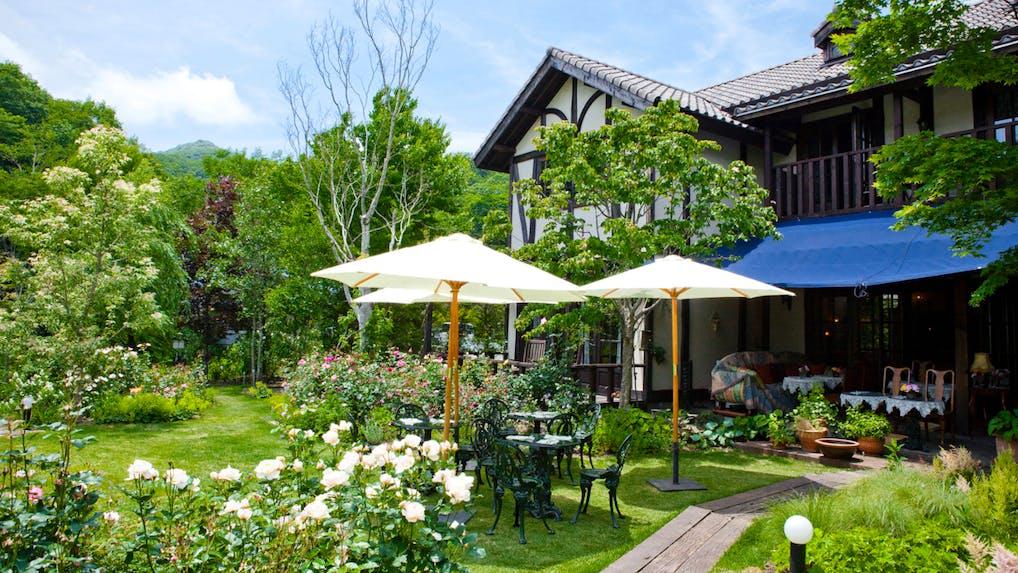 全5室、軽井沢の自然とバラに彩られたヨーロッパの邸宅風ホテル