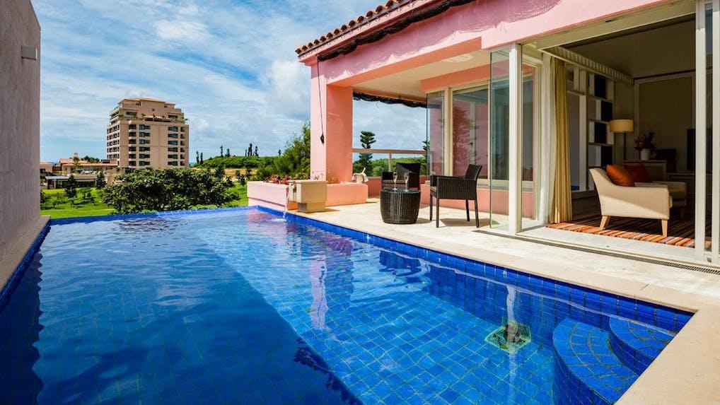 沖縄でプライベートプール付のお部屋があるラグジュアリーホテル6選